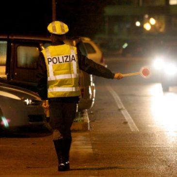 Auto contromano sulla SS 372, l'intervento della Polizia Stradale evita il peggio