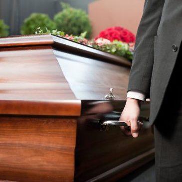 """Morto. Funerali pronti, ma lui si alza: """"Sono vivo"""""""