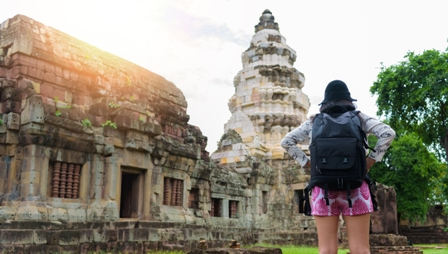 Viaggi al femminile: dove vanno le donne quando partono da sole o con le amiche, a ogni età
