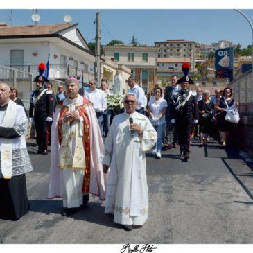 Ponte. La Madonna di Fatima accolta da una folla di fedeli.