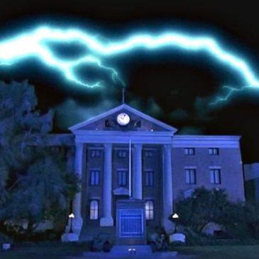 Accadde oggi: 12 novembre 1955, un potente fulmine colpisce la Torre dell'orologio in una cittadina della California