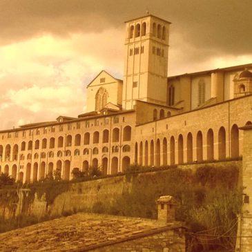 Accadde oggi: 28 novembre 1999, riapre la Basilica di San Francesco ad Assisi. Il video del crollo