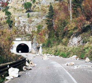 Strada Cerreto – Cusano, ancora massi sulla carreggiata