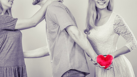 Quattro italiani su 10 acquistano un regalo per l'amante.