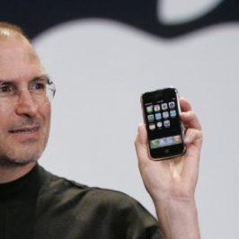 Accadde oggi: 9 gennaio 2007, l'annuncio del primo iPhone, precursore degli smartphone