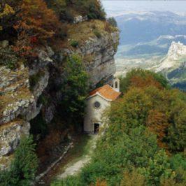 Immagini dal Sannio: eremi rupestri e grotte del Molise, luoghi del silenzio