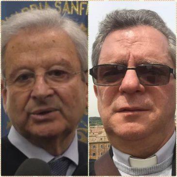 Il Sindaco Panza e il Parroco Don Giustino in preghiera per i defunti Covid
