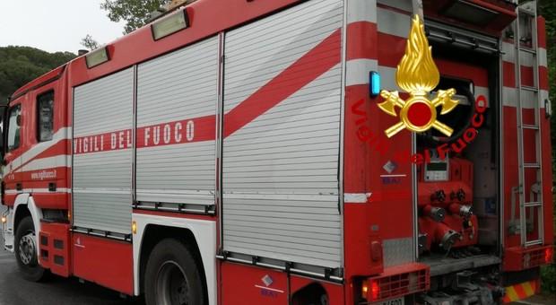 Camion in fiamme all'uscita di Pontelandolfo