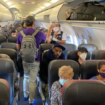 Coronavirus, l'Italia cambia idea: ora gli aerei possono volare pieni