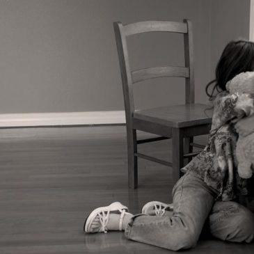Nonna abusava sessualmente della nipotina: allontanata