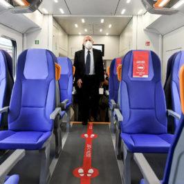 """De Luca: """"Controlli rigorosi sui viaggi o presto saranno chiuse le frontiere"""""""