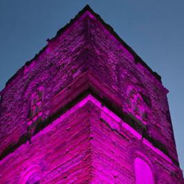 Telese Terme: la torre in rosa, simbolo per tutte le donne