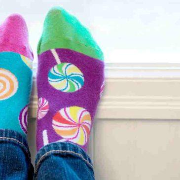 Il 5 febbraio è il giorno buono per indossare calzini spaiati. Siete pronti?