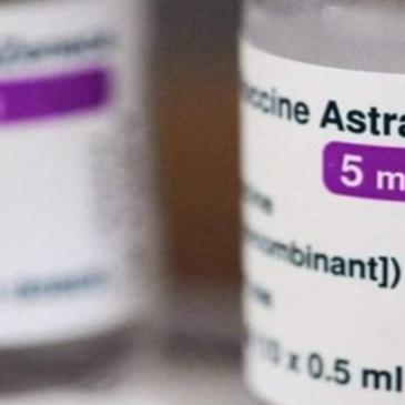 """L'immunologo Minelli: """"Ecco tutte le bufale sul vaccino AstraZeneca"""""""
