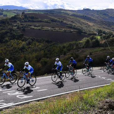 Il Giro-E 2021 sulle strade del Giro d'Italia nei giorni della Corsa Rosa