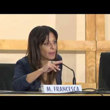 La telesina Manolita Francesca introduce Massimo Cacciari all'Università del Salento