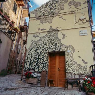 Immagini dal Sannio: Civitacampomarano, borgo del divario digitale e dall'innovativo decoro urbano